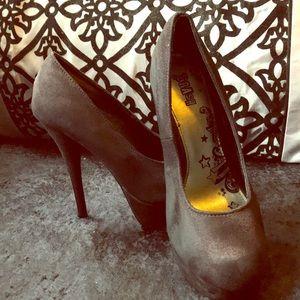 Black heels size 8W